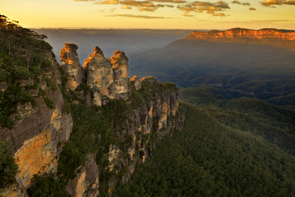 sunset over the Blue Mountains rock formation 'The Three Sisters'