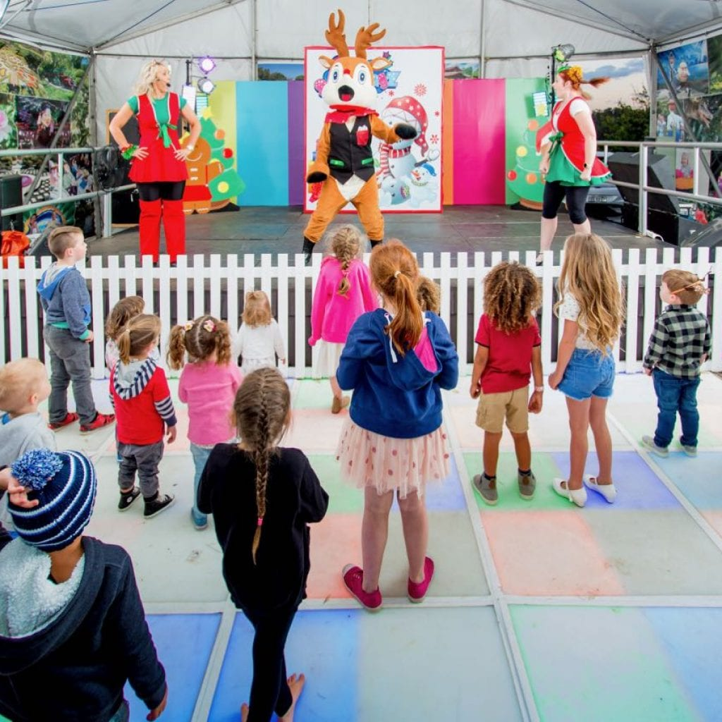 Little Scallywagz perform at the Hunter Valley Gardens
